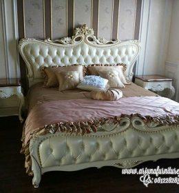 Jual Tempat Tidur Ukir Putih Klasik