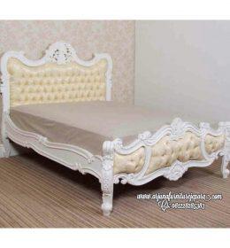 Jual Tempat Tidur Ukir Putih