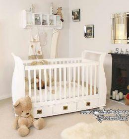 Tempat Tidur Bayi Putih Terbaru