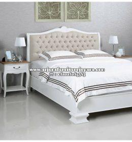 Desain Tempat Tidur Kayu Model Klasik Duco